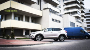 Zaparkowany samochód z wypożyczalni aut Eco Rental